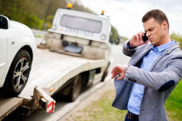 Autópályán lerobbant autó